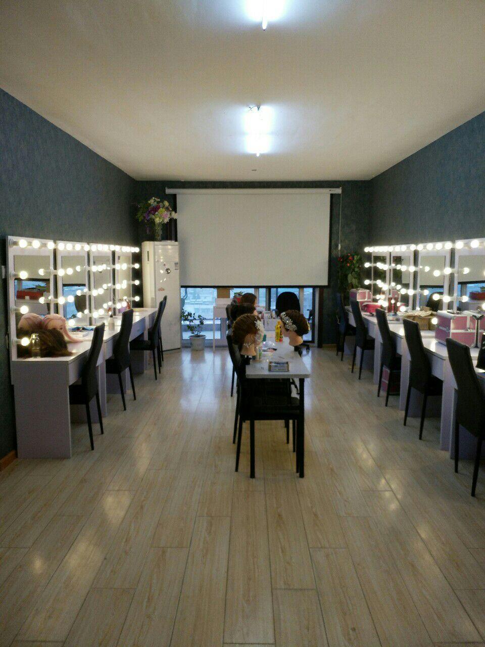 宿州学化妆就奥丽化妆美甲纹绣学院 质量有保障