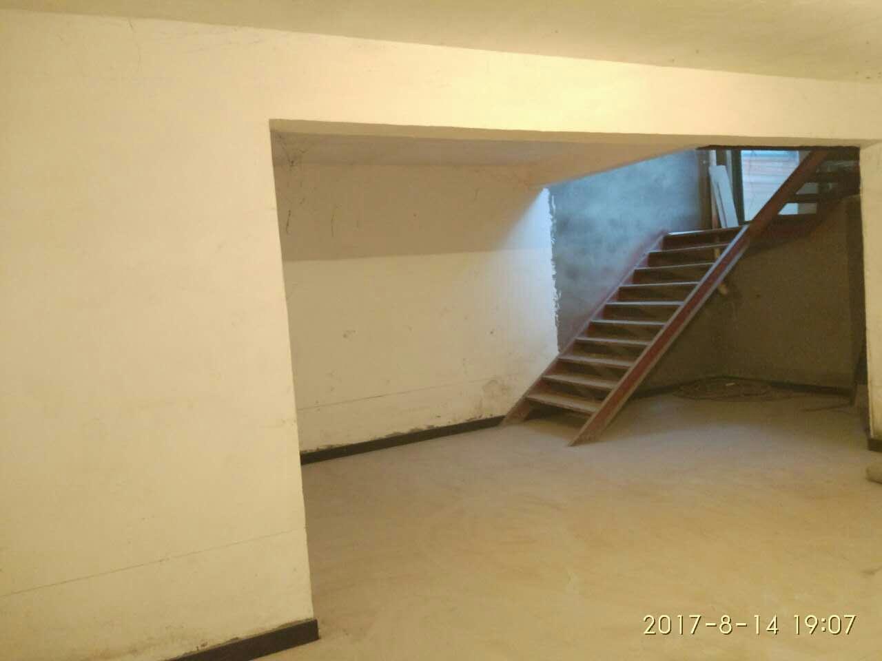 万基一楼【334】4室2厅2卫200平方米2500元/月