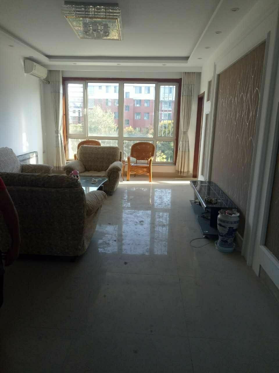 阳光贵苑多层三楼3室2厅1卫180万元