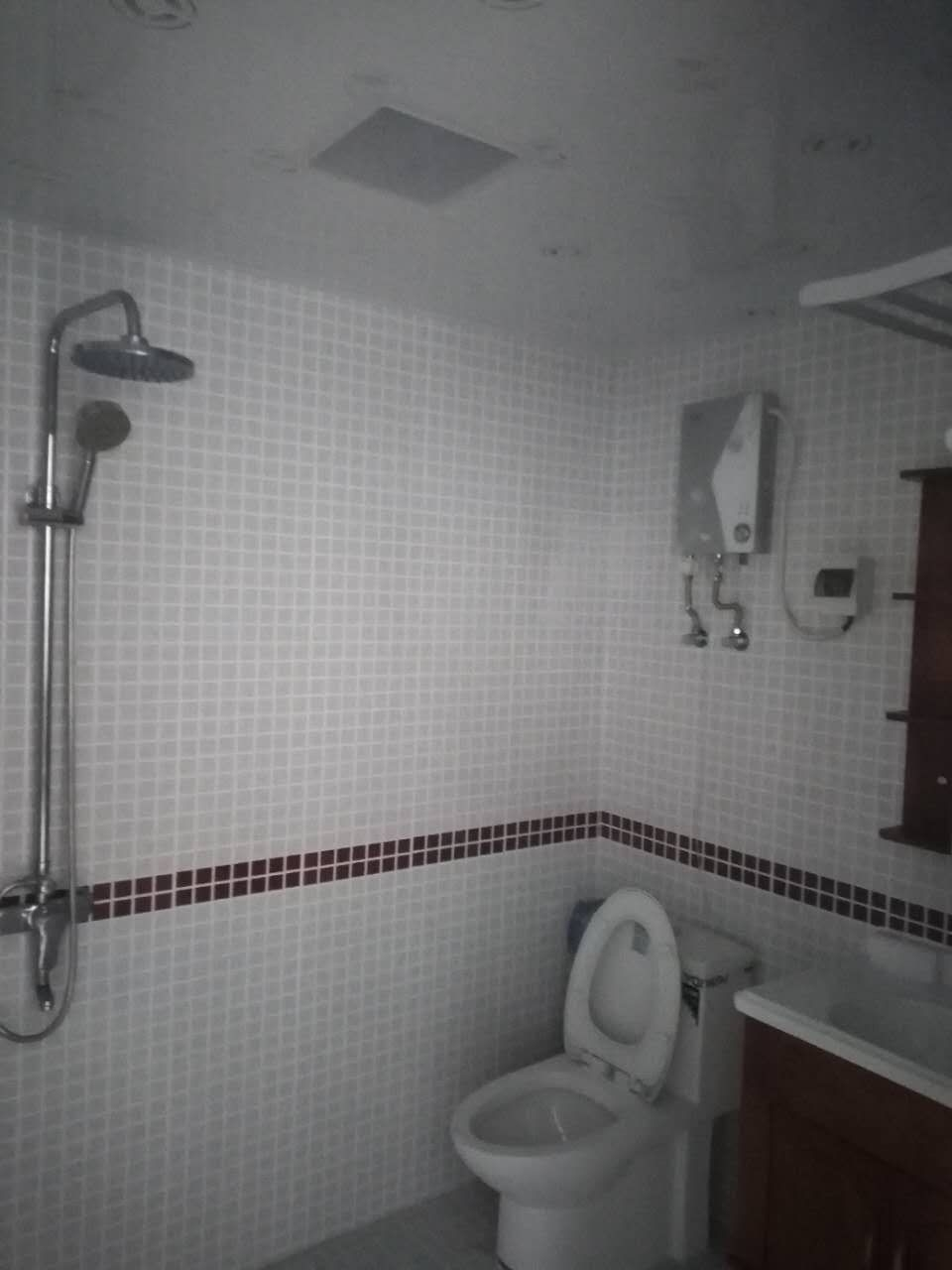伊比亚半年起租1室1厅1卫2000元/月