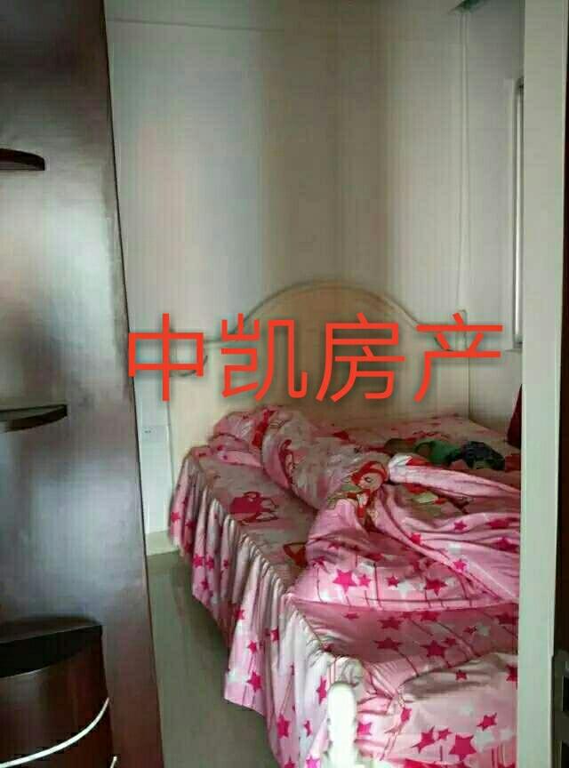 蓝溪明珠3室2厅2卫2800元/月