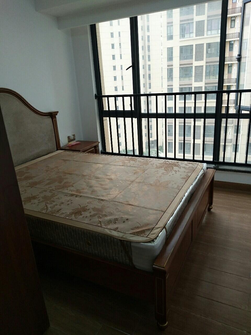 水榭丹堤1室1厅1卫1400元/月