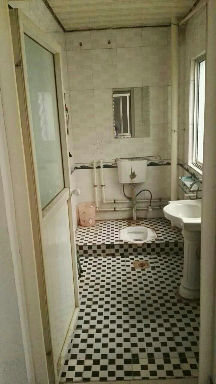 建业附近【36】2室1厅1厨1卫空调沙发床月750元