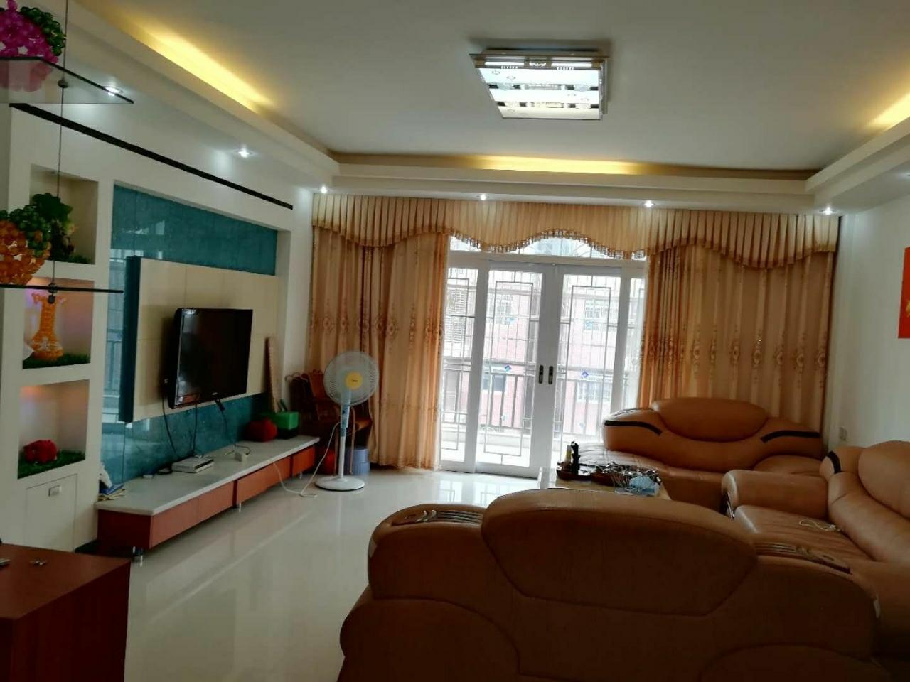 豪门金典3室2厅2卫带杂间9平米74万元