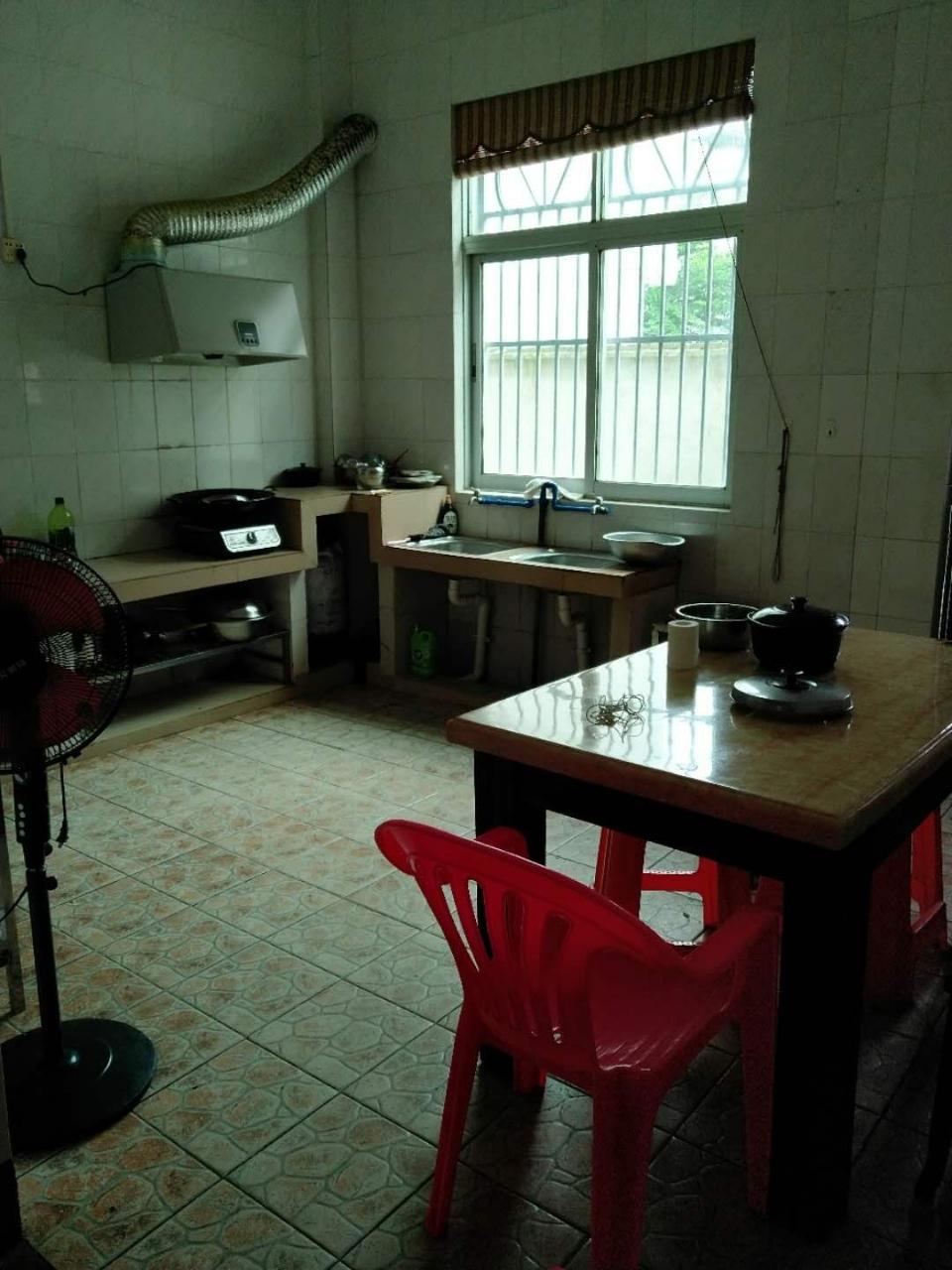 银海路自家独栋8室3厅3卫380万元