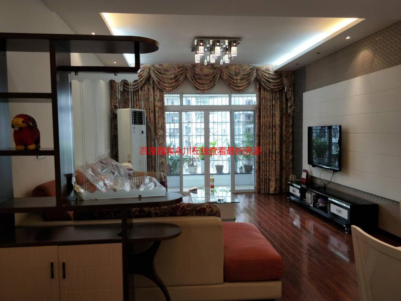 永川中央大街旁东城上景精装3房,环境优美,户型方正便宜急售