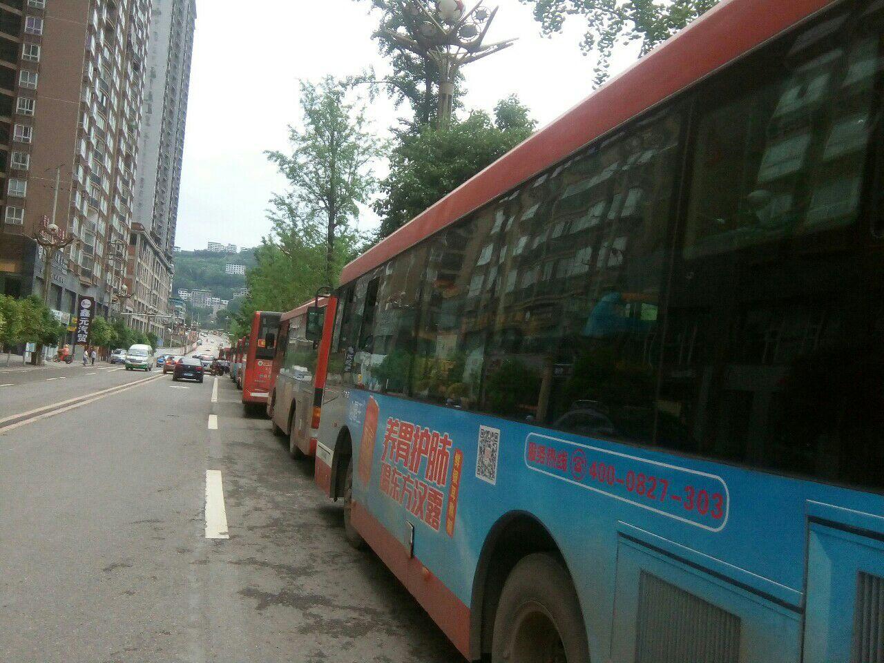 高考结束通江最美交警,运管护送涪阳高考学子回家