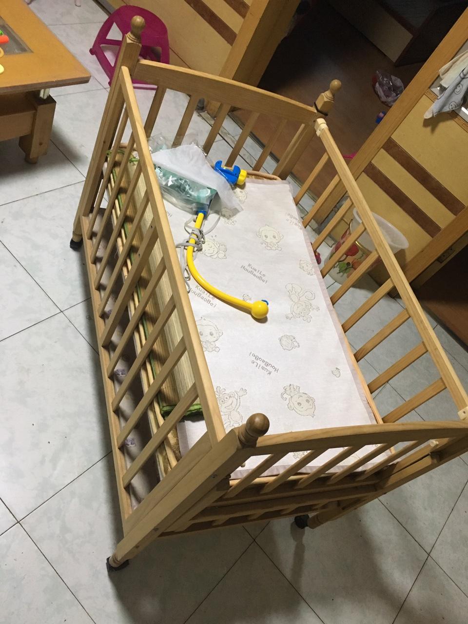 转干净卫生的婴儿床