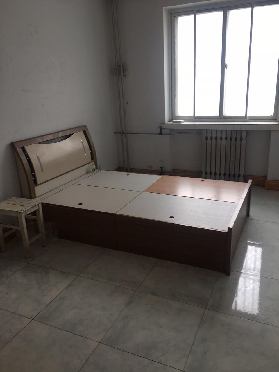 出售二手床,八成新。100便宜出售