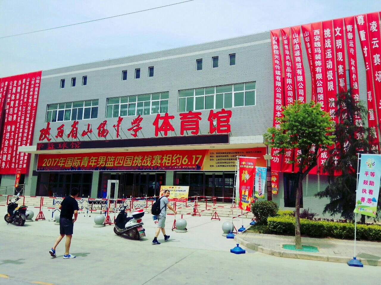 山阳县中某老师的《我站在讲台上慢慢老去》
