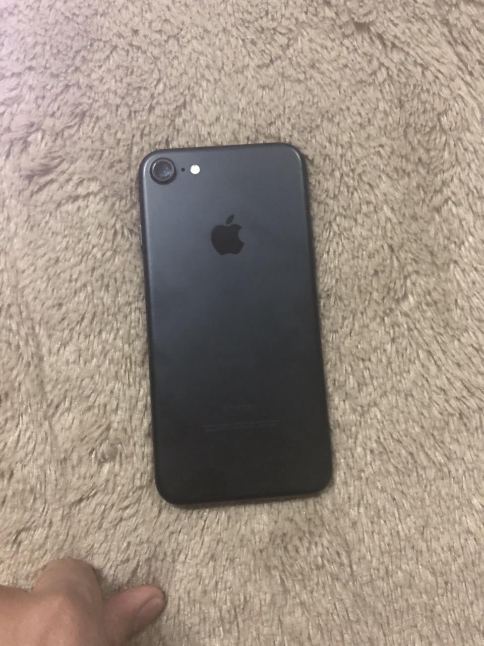 Iphone7128G 买了不到一个月全原装无拆修!外观99新