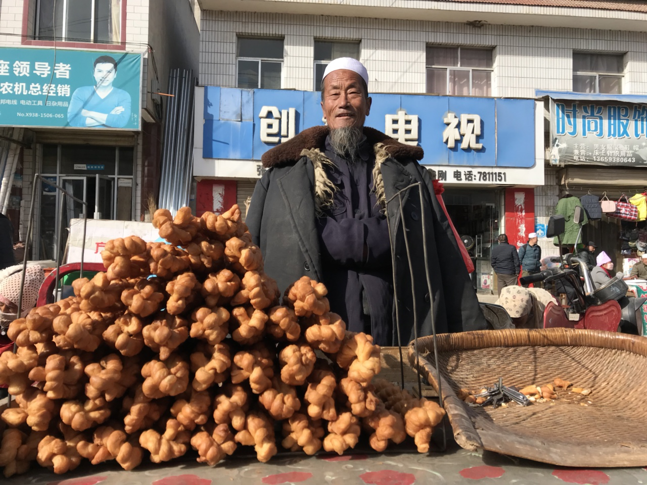 腊月二十五,恭门镇跟集浓浓的年味