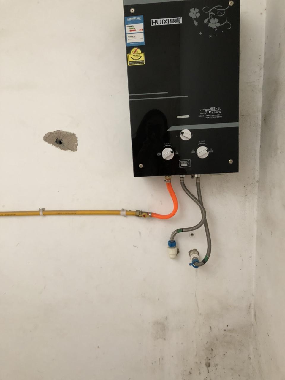 急售热水器...刚买的新的,喜欢拿走300元,百分百亏血本卖,天然气热水器,95新...房租还有几天...
