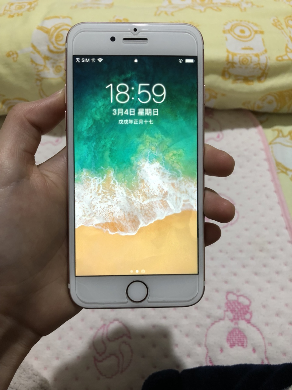 女生自己用的iPhone7国行全网通128g,99新,过保2个多月,有意者联系微信xy7715750...