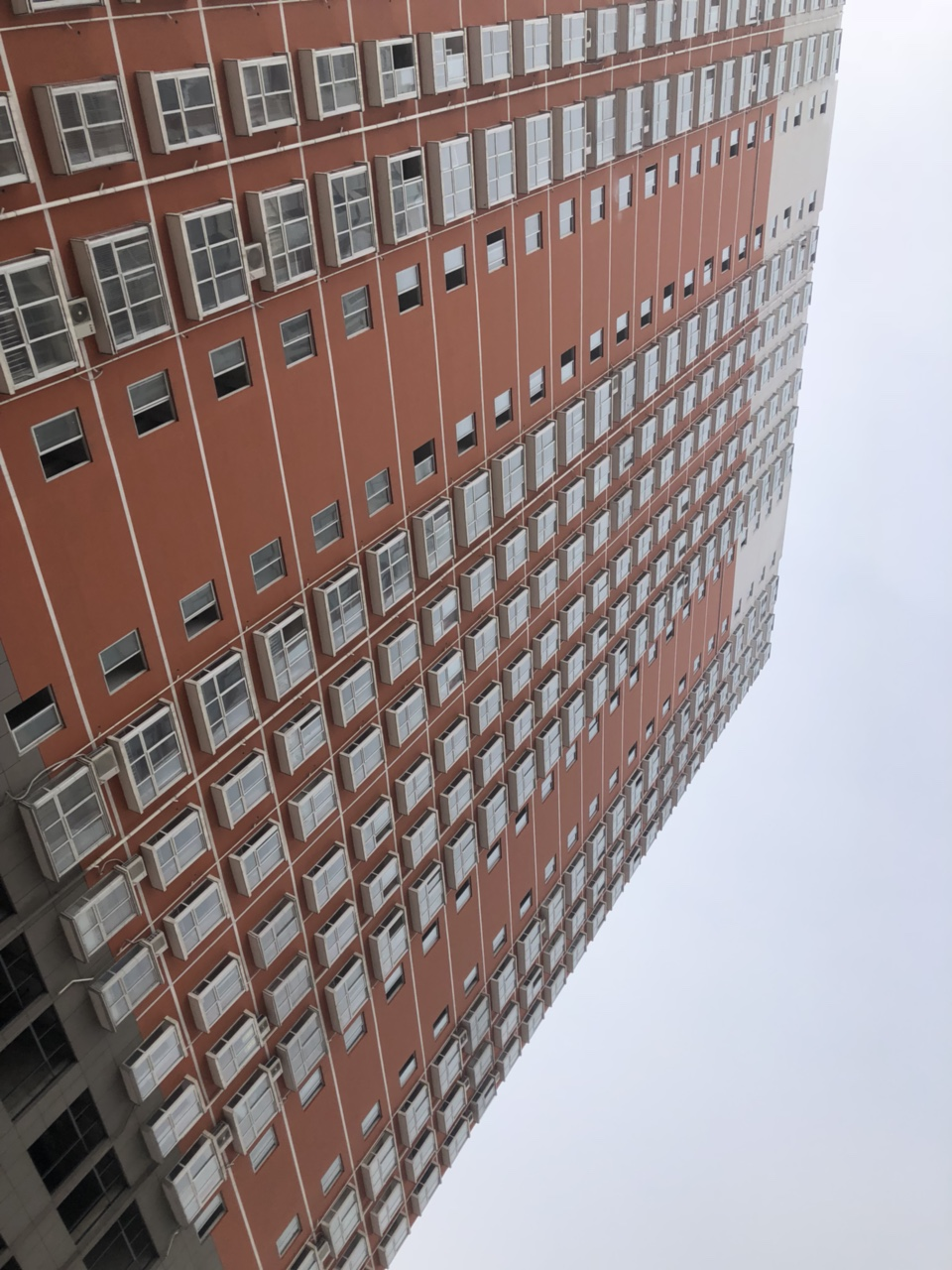 华府金苑小区电梯3室2厅2卫26万元