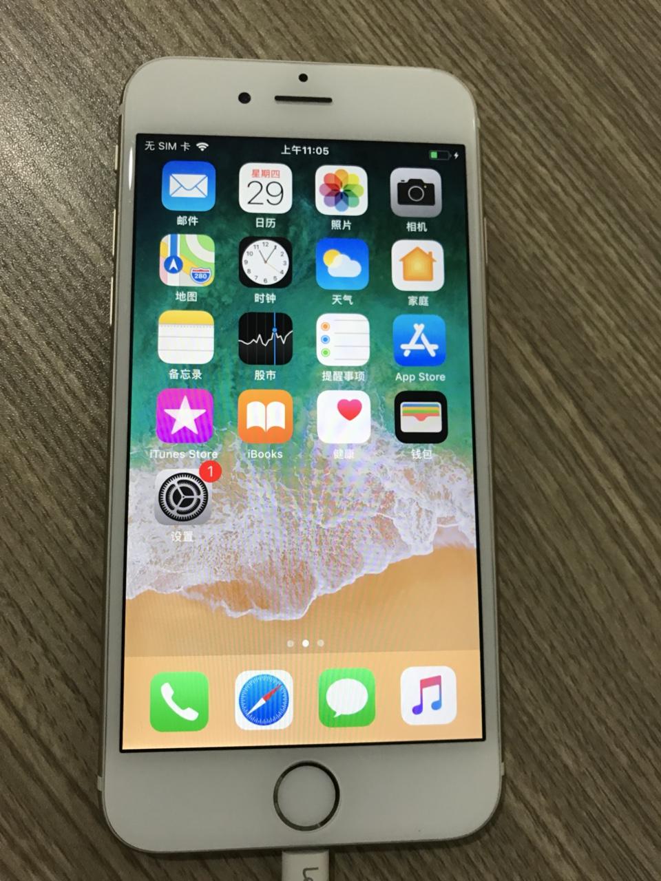 苹果iPhone6  2016年用到现在,金色16g 全原装无拆无修,美版三网通,左上角与充电口有小...