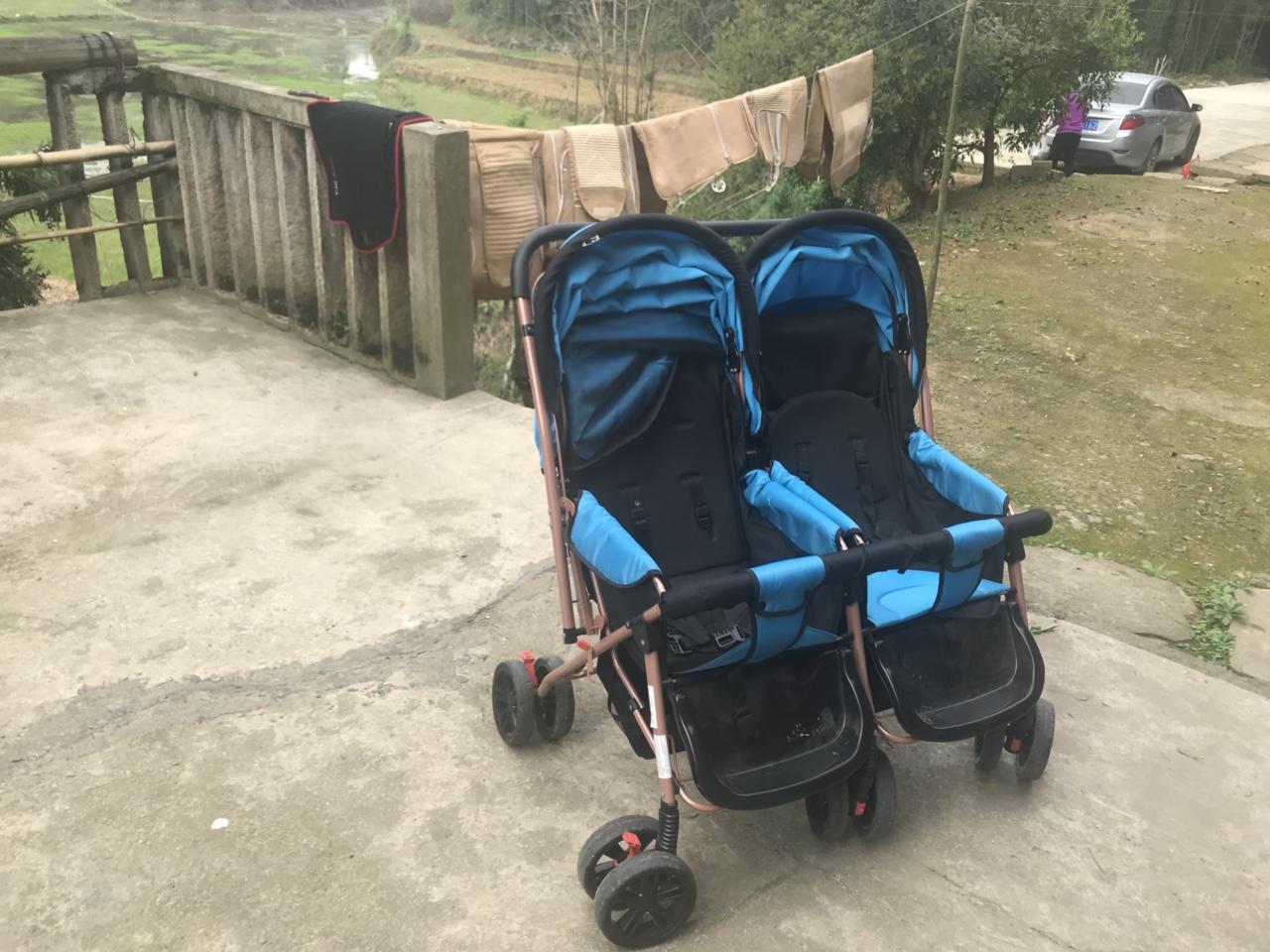 双胞胎婴儿车,全新,搬家以后用不到了,才买的