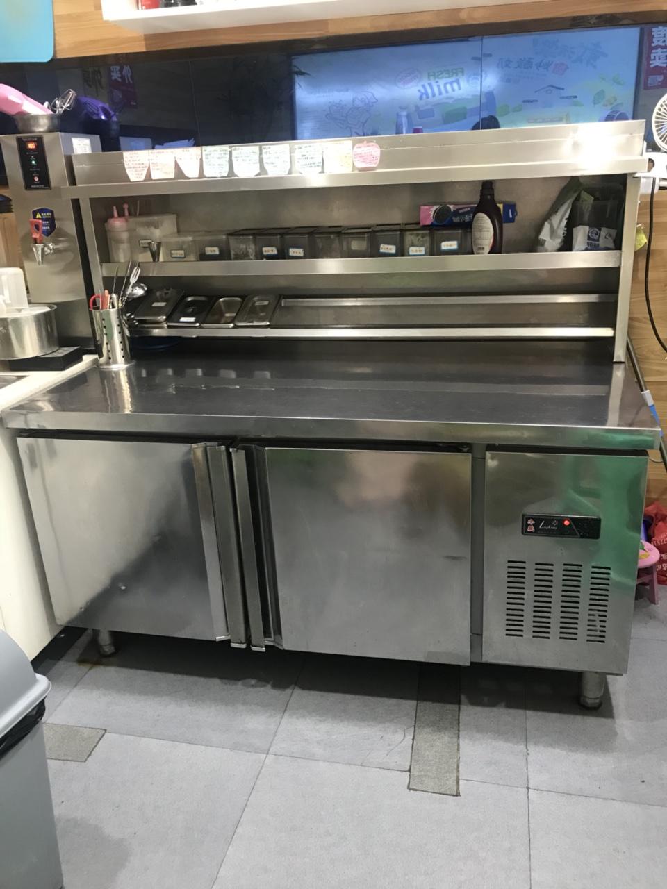 奶茶吧操作柜、平冷操作柜 这个平冷操作柜很好用,质量棒棒的,我买来用了一年,6成新,带操作架,成套出...