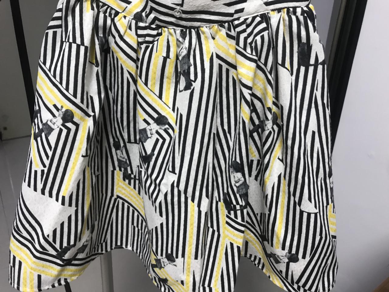 乐町正品 155 码清新短裙,原价 239,现价 40 包邮,未过膝,9 成新。赠送配套的小短袖(为...