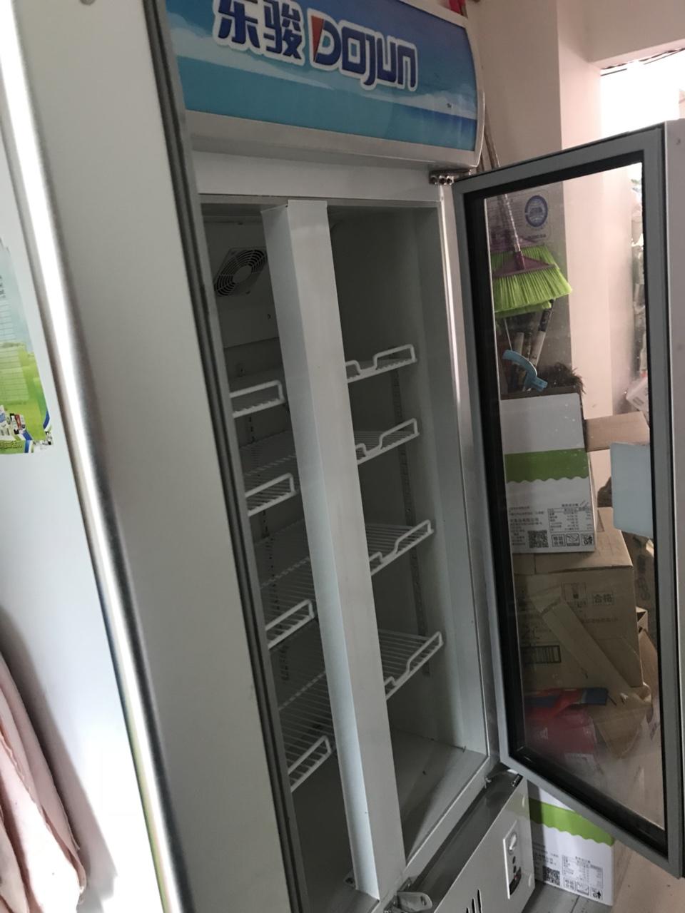东骏双们冷藏柜,9.9成新,没地方放,原价3500,现价2000处理。