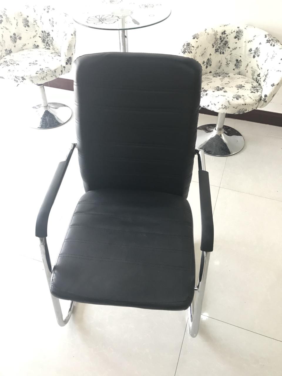 办公椅低价处理,才用半年,共18把,全要有优惠!