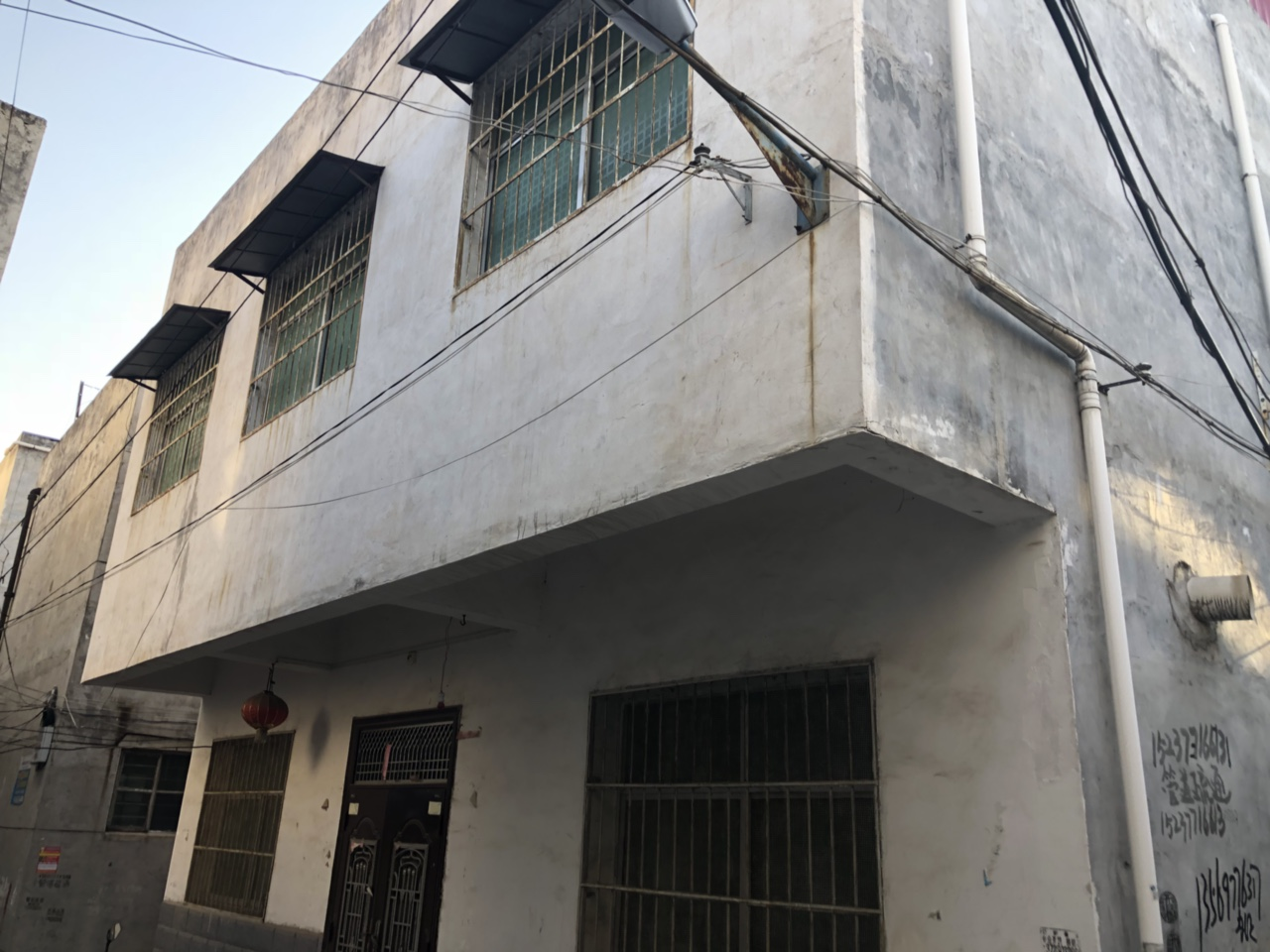 新建路独栋小楼3室2厅1卫37万元