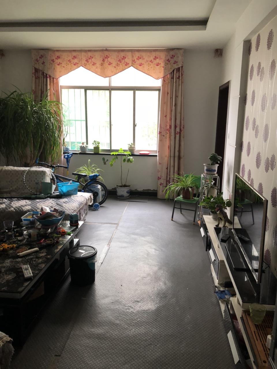 金城花园单元出售带媒房一个3室2厅2卫26万元