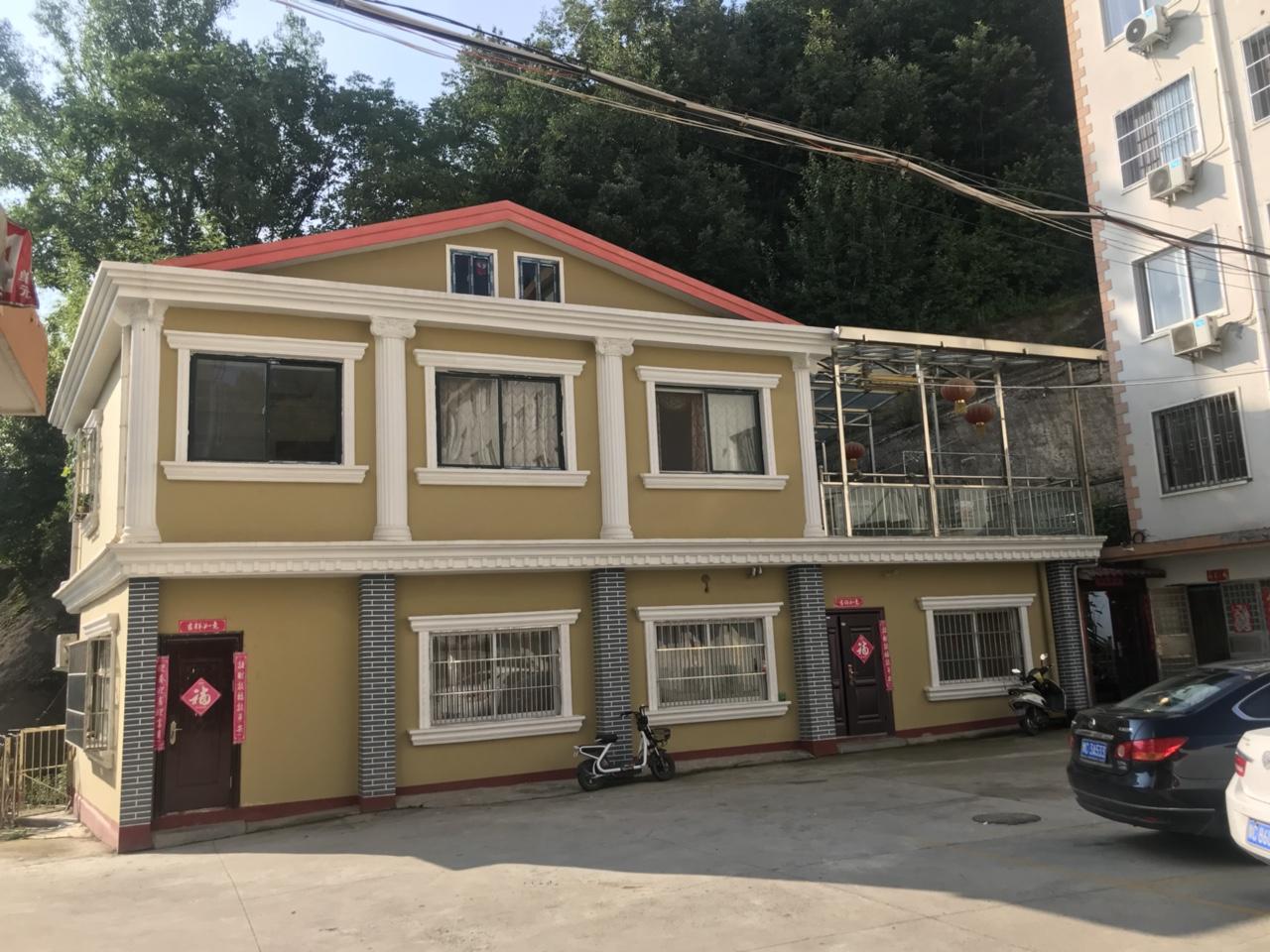 栾川县亿康苑小区独栋别墅外加两个车库90万元
