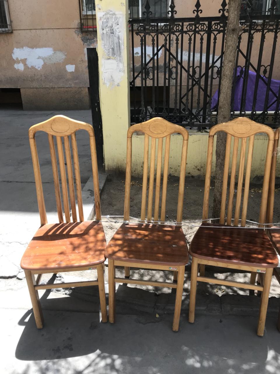 4把窗康牌椅子。开店,学校,开班,饭店等非常实用,实木的。全市最低价,因为便宜下手慢就没了,不诚心,...