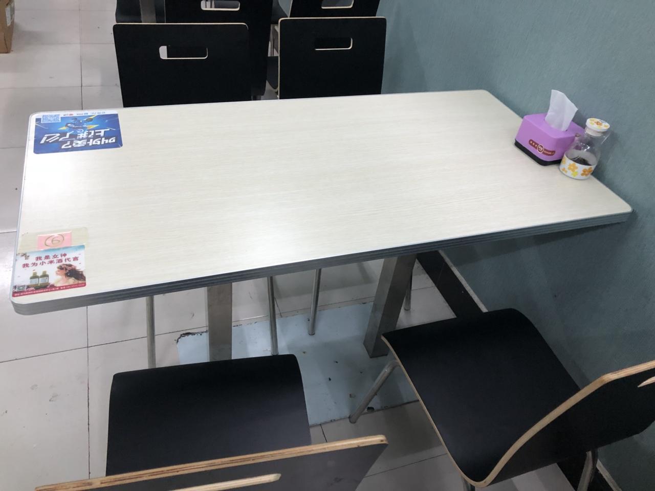 出售桌椅板凳 总共五套 300一套 才用一个月 新店转让 地址:中山门后面沿河春申君对面