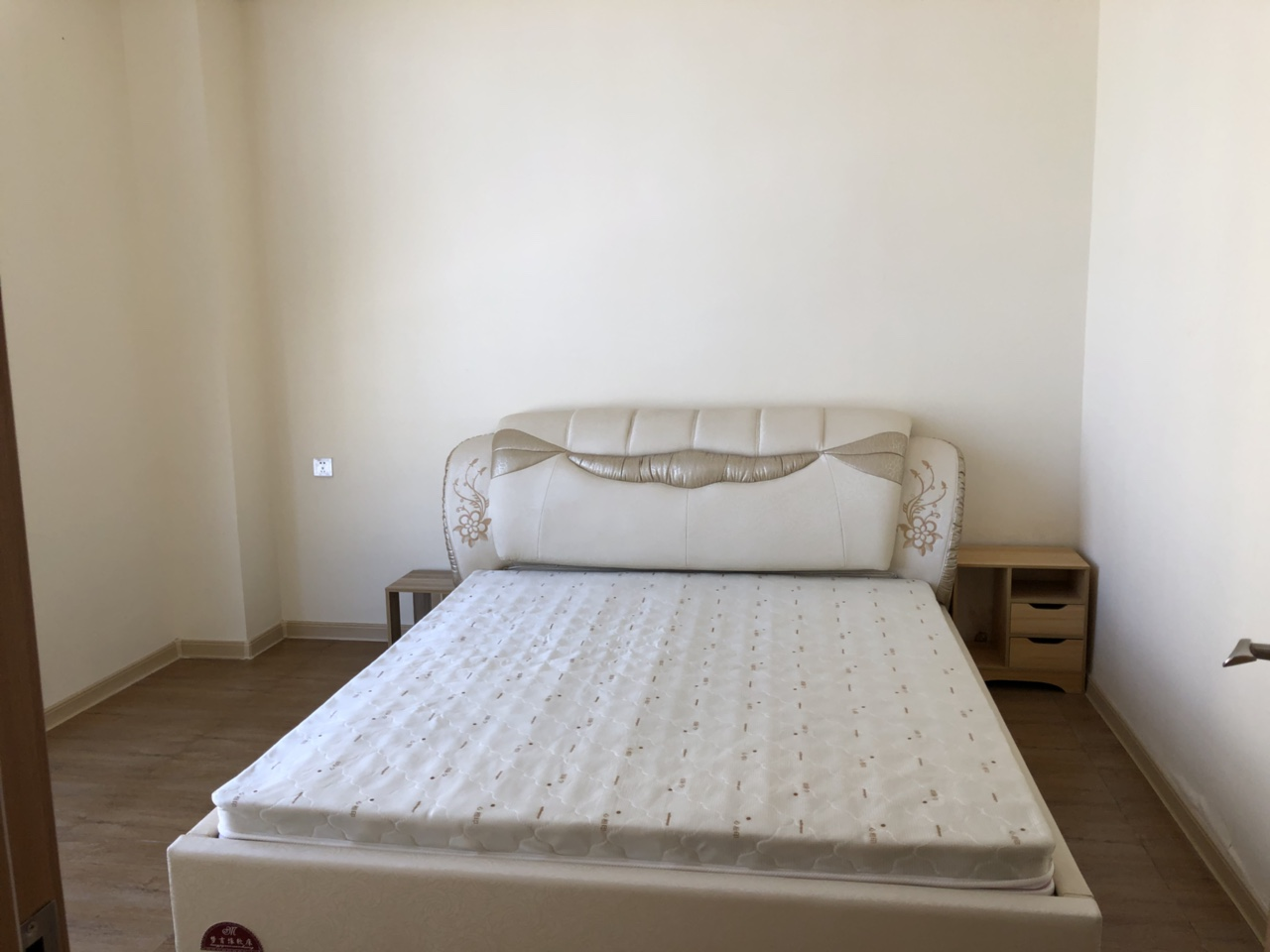 维斯登故居1室 1厅 1卫 1800
