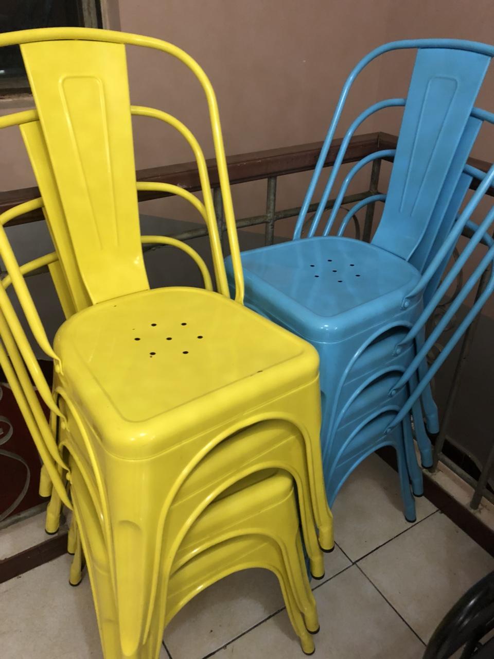 彩色铁艺凳子,可家用可餐厅用,结实耐用,多余的现低价出售