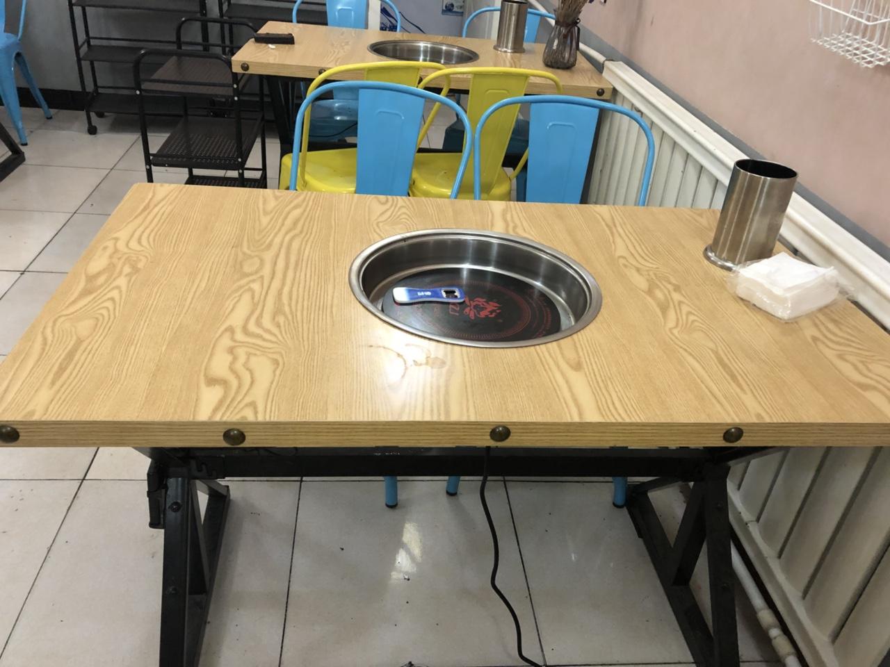 火锅桌子,可带电磁炉?#37096;?#19981;带,几乎全新,低价出售