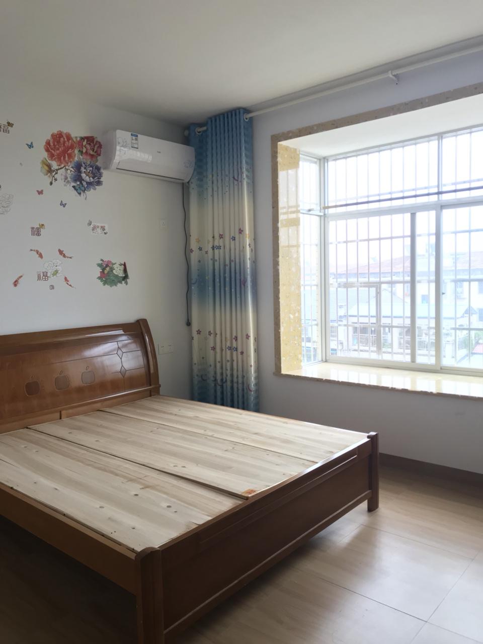 2室1大厅新房新装修配套齐全