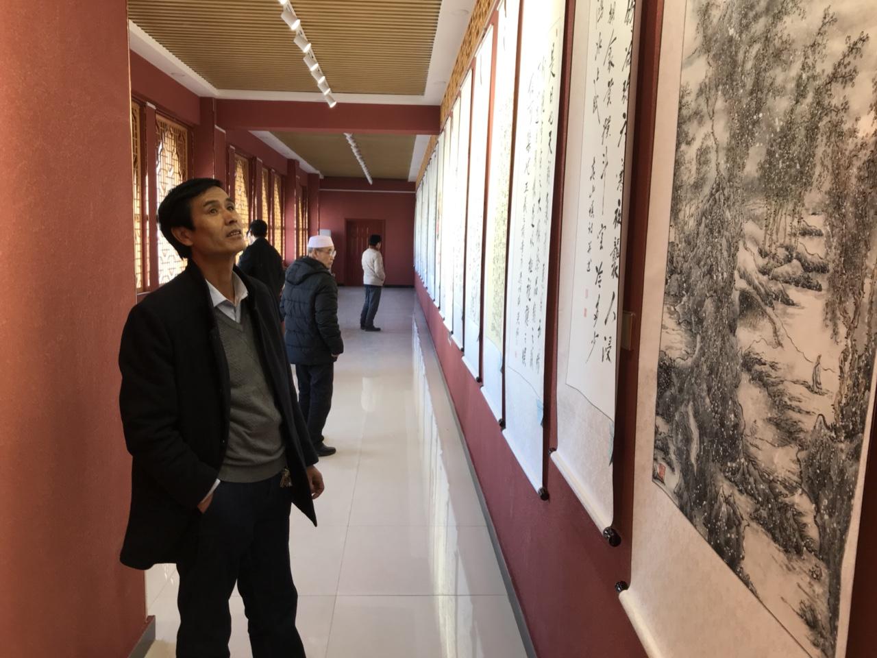 翰墨飘香书歌盛世―张家川纪念改革开放40周年书画展被围观