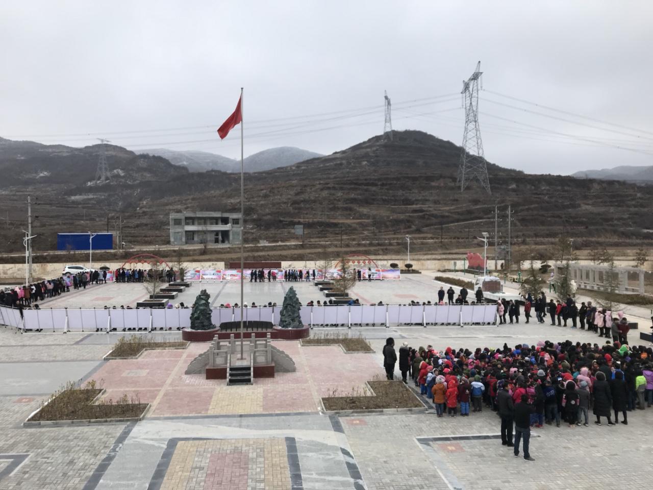 庆祝改革开放40周年成就展巡展走进闫家马鹿受欢迎