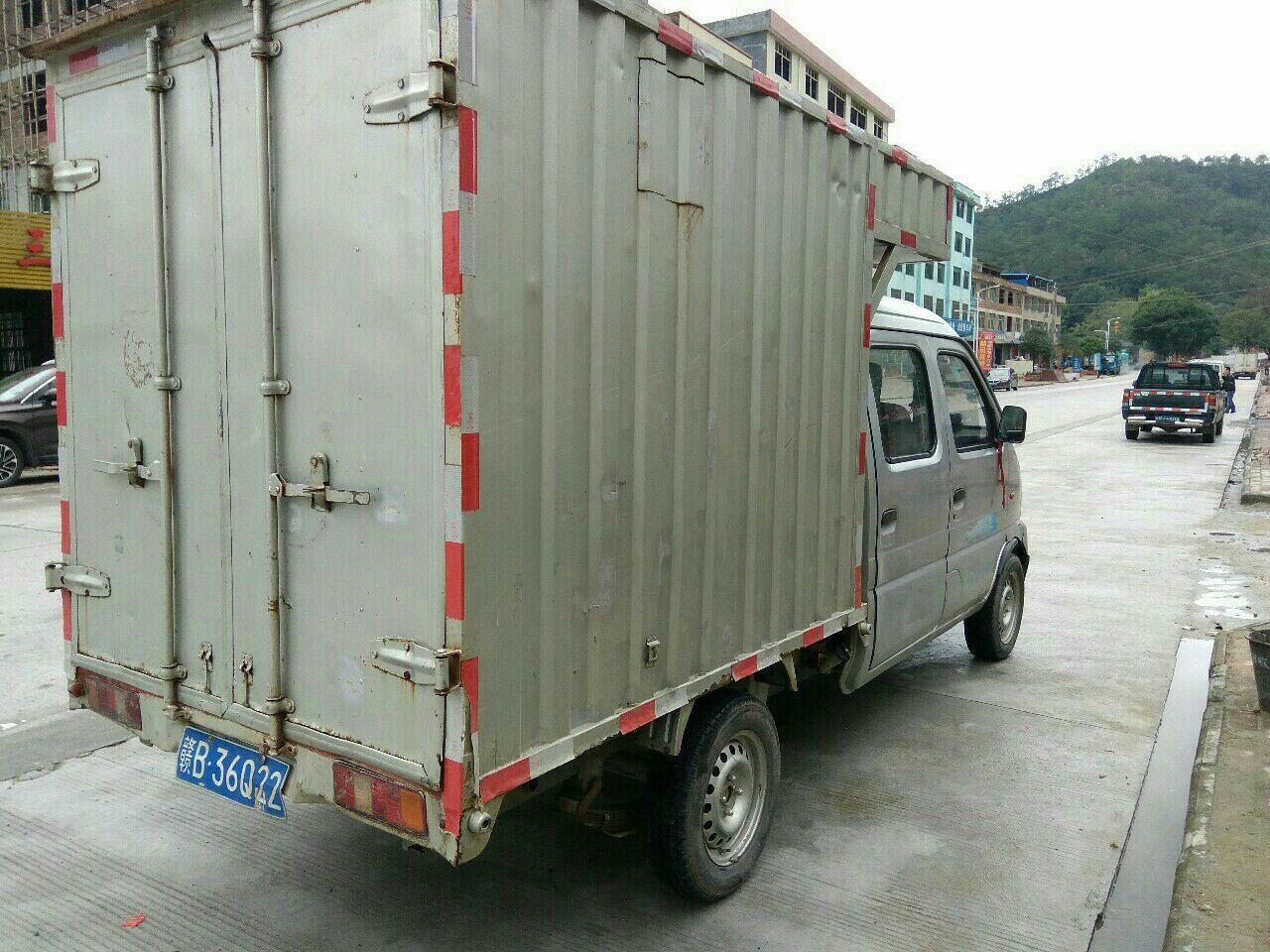 致富车11汽油双排带厢小货车高清图片