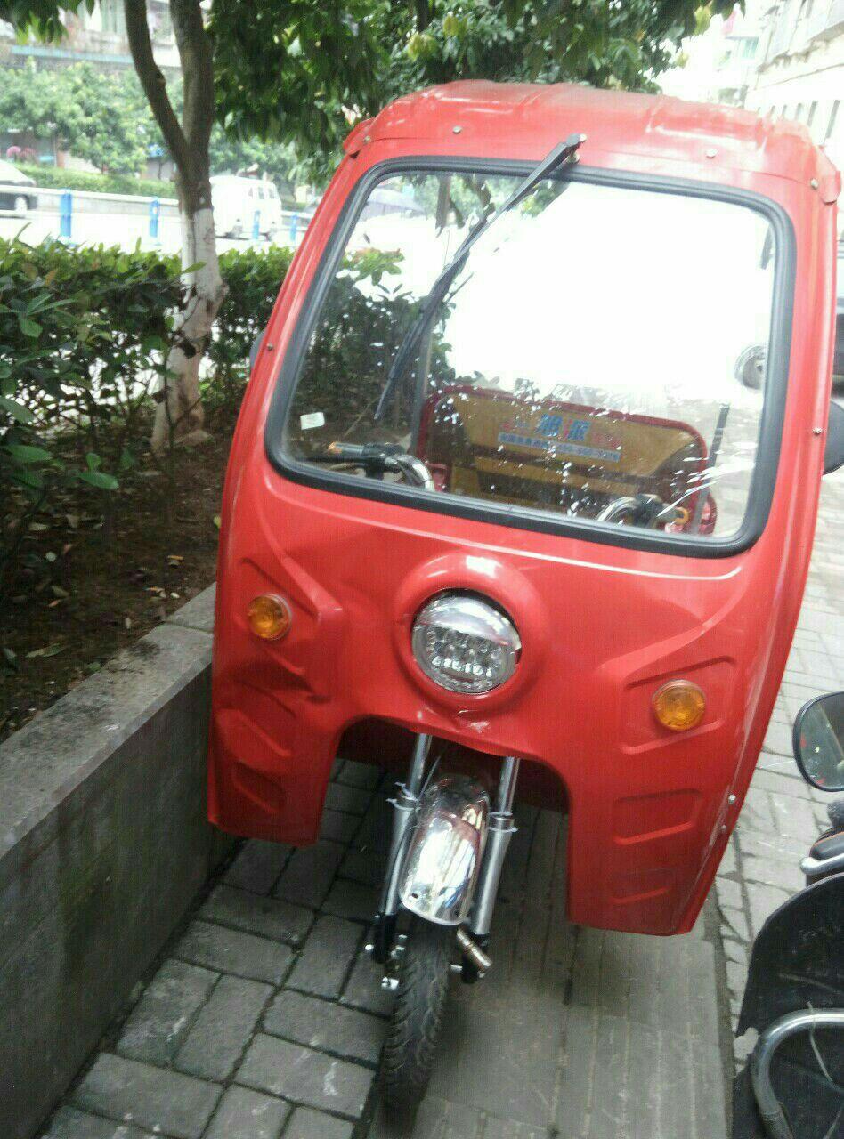 出售一辆使用1个月的电动三轮车,车子成色好,动力强