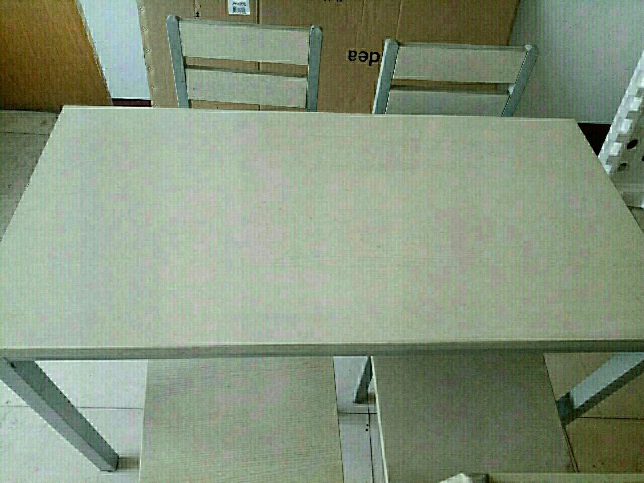 九成新餐桌,带四把餐椅