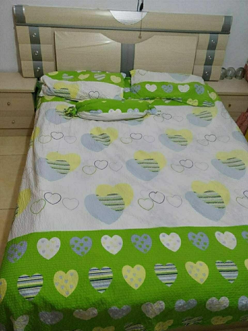 1.5米双人床,带垫子