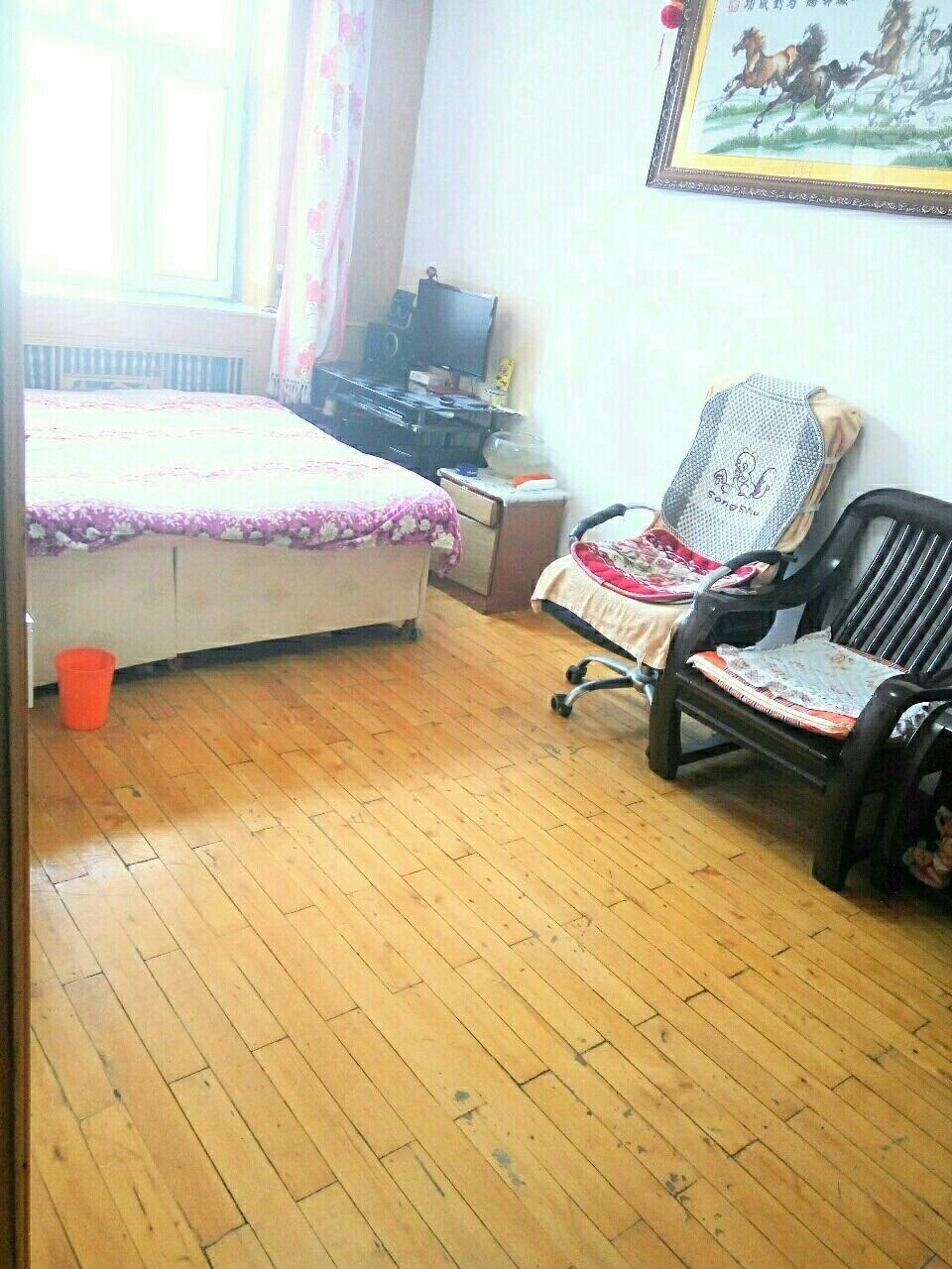 南市场小区1室1厅1卫10万元