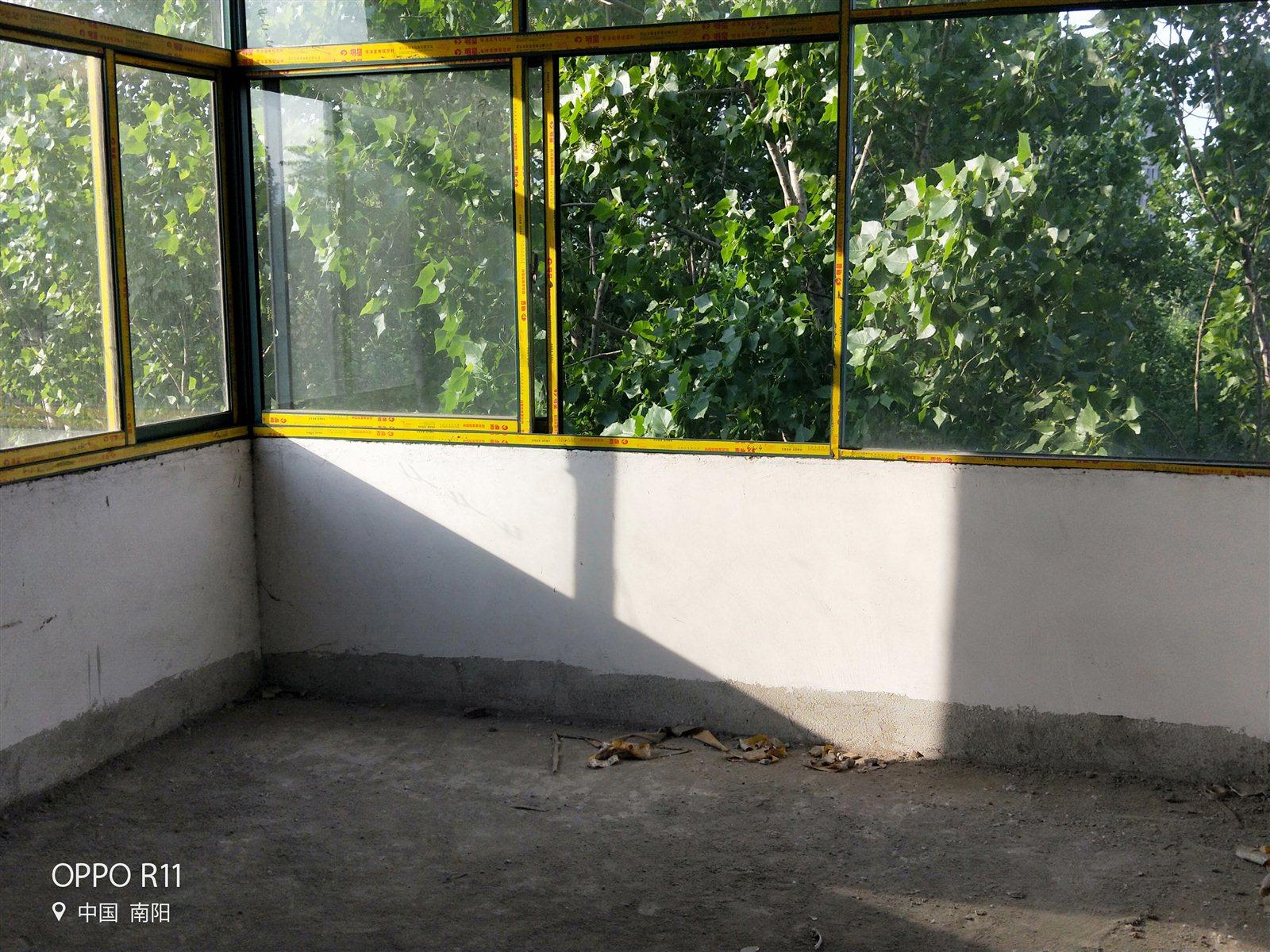 杨家沟小区3室2厅2卫15万元