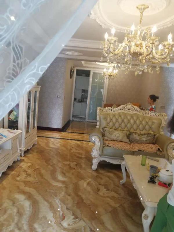 香榭花都4室2厅2卫129.9万元