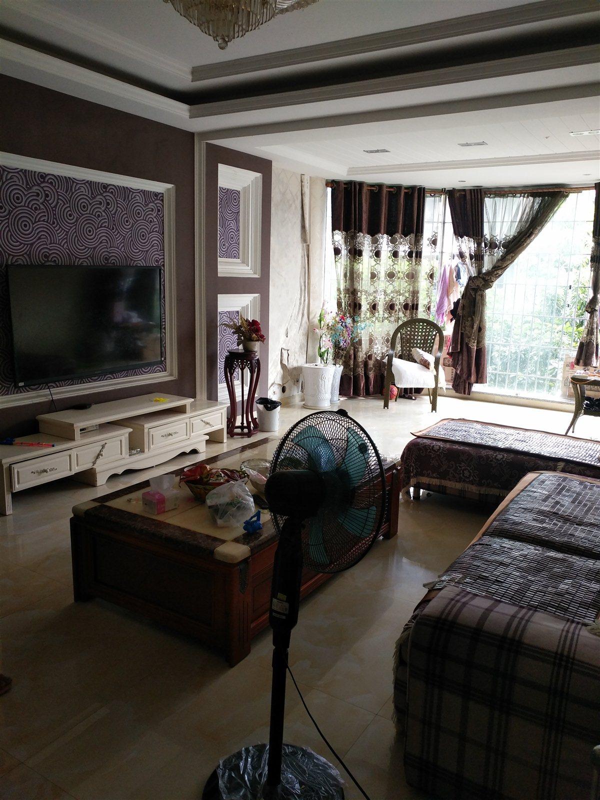 恒利国际4室3厅3卫80万元