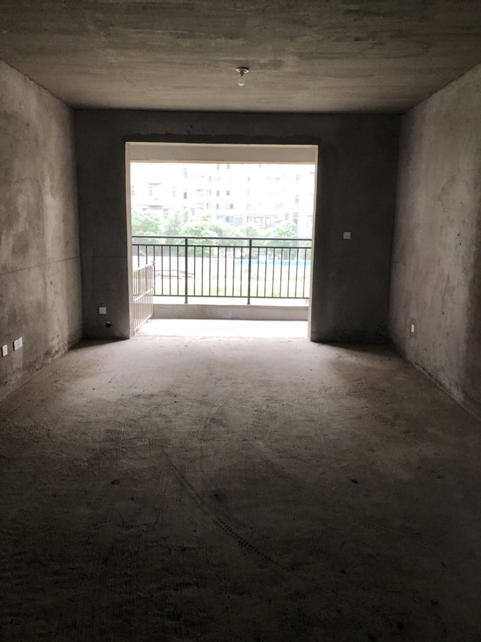 楼王户型华予金城3室2厅2卫67万元