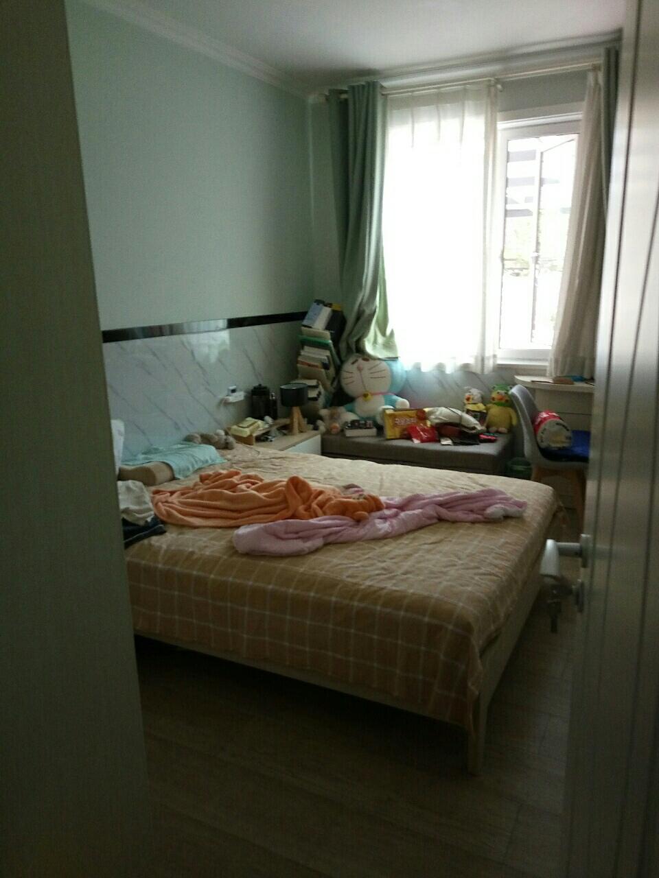 一楼带院瑞景国际三室一厅一卫精装