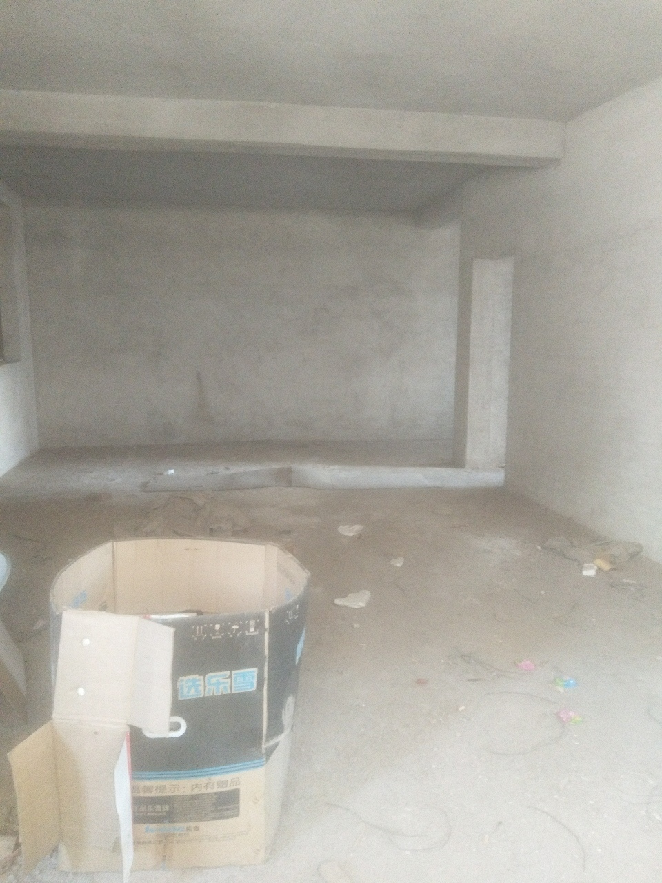 河邊街3室2廳2衛毛坯房,邊套,僅售56萬元