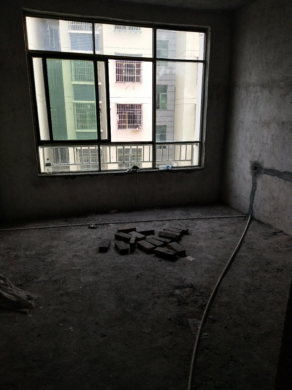 水岸星城3室2厅2卫90万元
