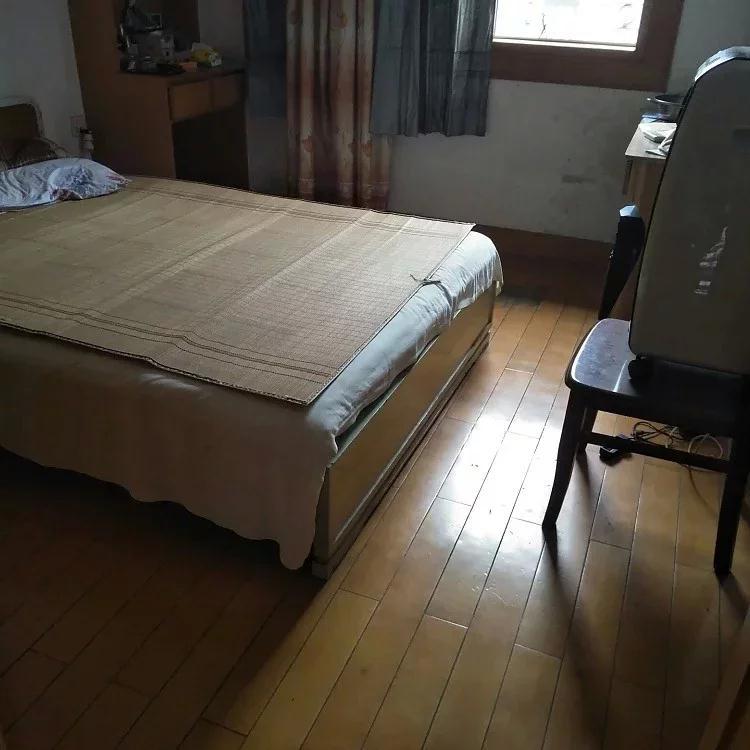 月山路2室 1廳 1衛105萬元加車庫