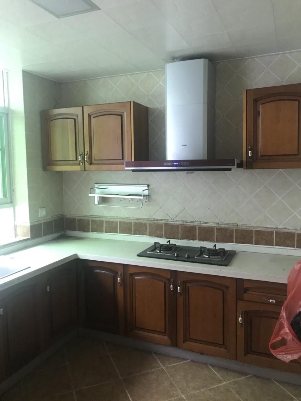 附小学区房170平米5室喊价81.8万元
